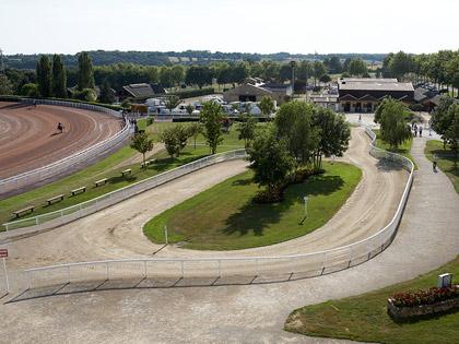 Infrastructure De L Hippodrome De Bellevue La Foret Laval
